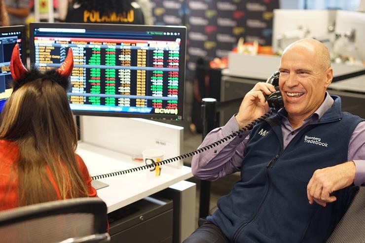 Mark Messier Making Calls