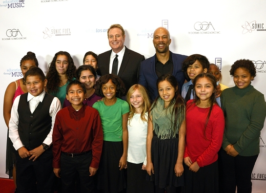 ETM-LA 2015 Shining Star Honoree, Randy Spendlove, and Grammy nominee, Common, pose with ETM-LA students