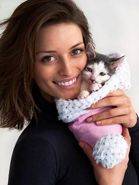 Flavia Lucini cozies up to Evan, an adorable adoptable kitten from the ASPCA