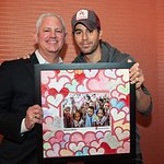 Kids Surprise Enrique Iglesias With Valentine Hearts