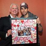 Kids Surprise Enrique Iglesias With Valentine Hearts