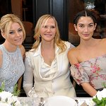 Elizabeth Banks Honored By Vanity Fair And Stuart Weitzman