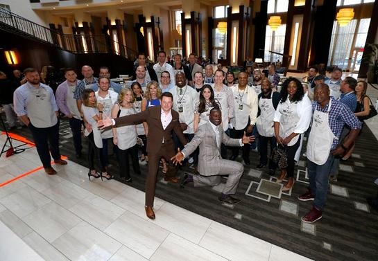 40 Celebrities gather to join Jay DeMarcus and Kevin Carter as Celebrity Waiters