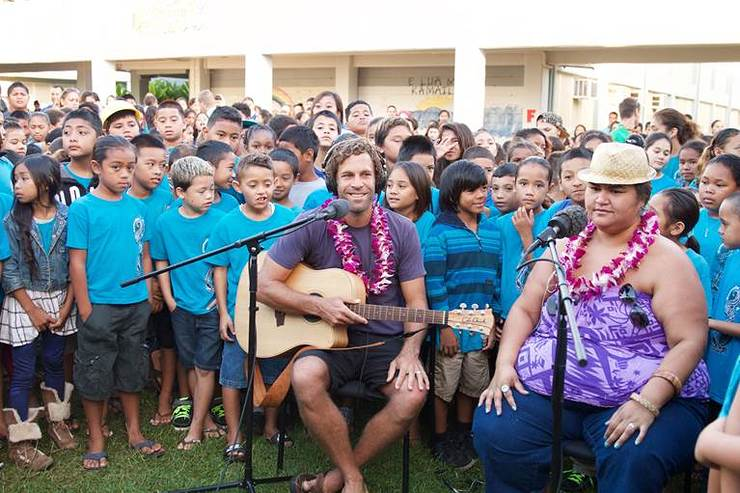 Jack Johnson and Paula Fuga perform with Turnaround Arts students in Hawaii for the Everyday People video