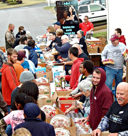Martina McBride donated a truckload of food and had it delivered to Poplar Bluff