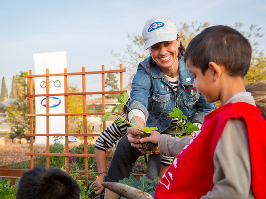 Constance Zimmer plants a garden for students in Santa Ana, Calif. with Birds Eye Vegetables and the Environmental Media Association