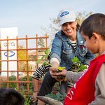 Constance Zimmer Plants Local Garden With #Greenmyschool Program