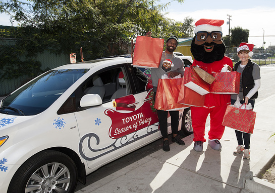 Baron Davis and the Black Santa Mascot arrive at the Boys and Girls Club of Watts in a decorated Toyota Sienna filled with gifts!