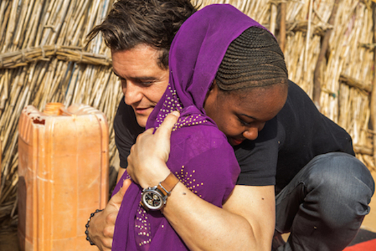 Orlando Bloom embraces fifteen-year-old Aïsha at her shelter in Diffa, Niger, Monday 20 February 2017