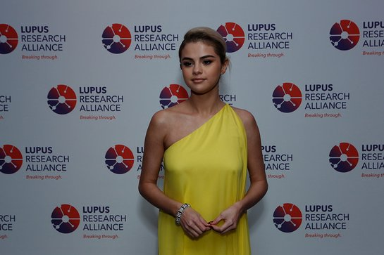 Selena Gomez helps raise Lupus awareness at Lupus Research Alliance Breaking through Lupus Gala