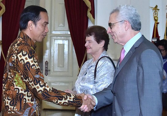 Gro Harlem Brundtland and Ernesto Zedillo meet President Joko Widowo during a visit to Indonesia