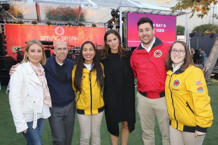 Jeffrey Katzenberg, Jennifer Garner and City Year AmeriCorps members