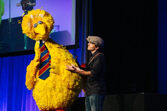 Jason Mraz and Big Bird at Center for Puppetry Arts0 Puppets for Puppetry honoring Caroll Spinney