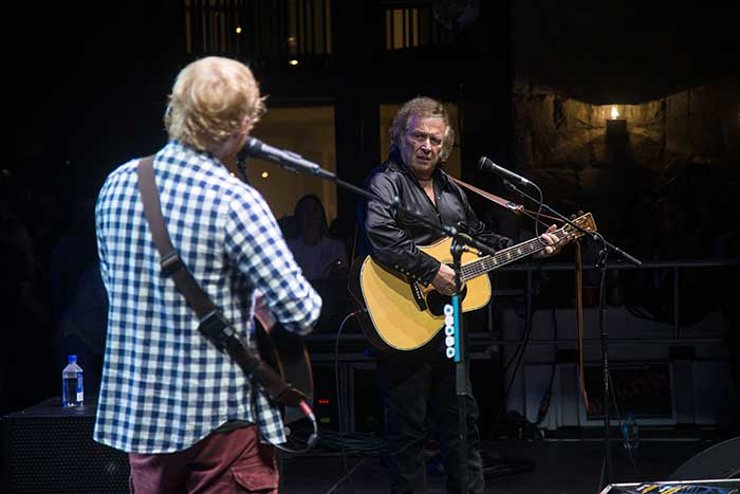 Ed Sheeran and Don McLean perform Vincent together.