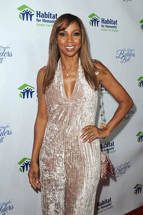 Holly Robinson Peete accepts the Dream Builder Award