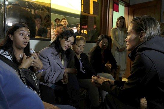 Angelina Jolie listens to Venezuelan women at the Albergue Sin Fronteras shelter