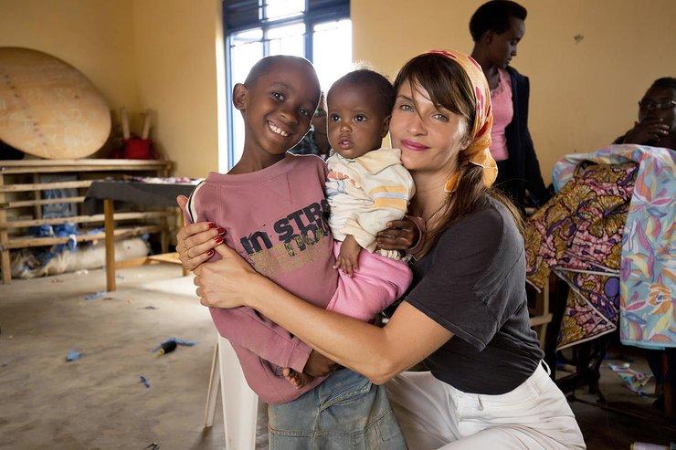 Helena Christensen visits Burundian refugees in Rwanda