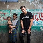 Orlando Bloom Meets Children Working in Bangladesh Slums in Powerful Installment of Photography Series
