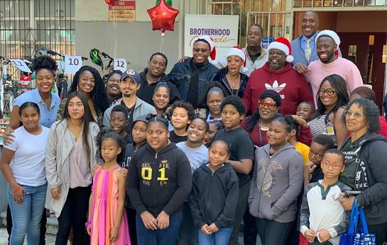 Cedric The Entertainer, along with cast members of The Neighborhood, visited the Brotherhood Crusade
