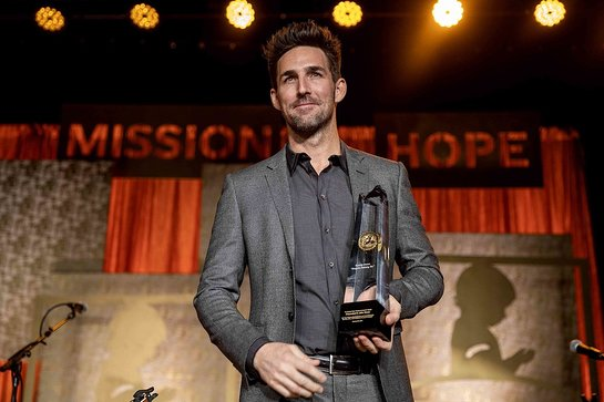 Jake Owen is the 2019 recipient of the Randy Owen Angels Among Us Award