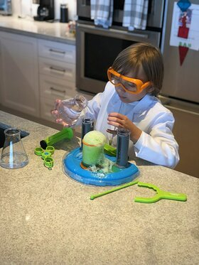 Duke Rancic creates his own mad science lab at home with the new line of Beaker Creatures products from Learning Resources