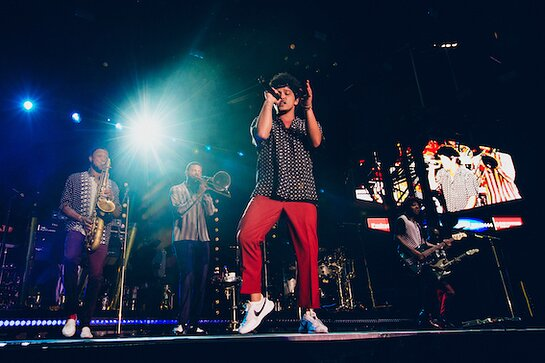 Bruno Mars Rocks 5th Anniversary Blue Diamond Gala