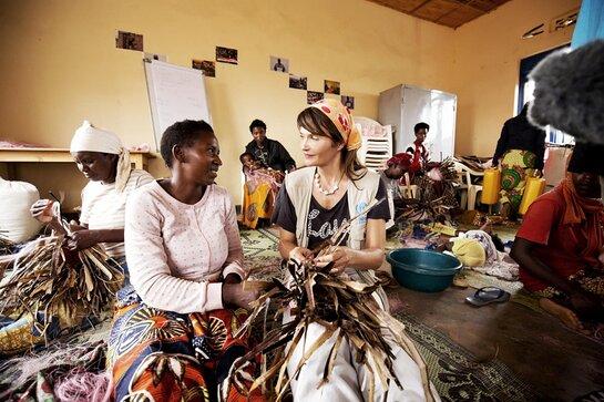 Helena Christensen visits with Burundian refugees in Rwanda