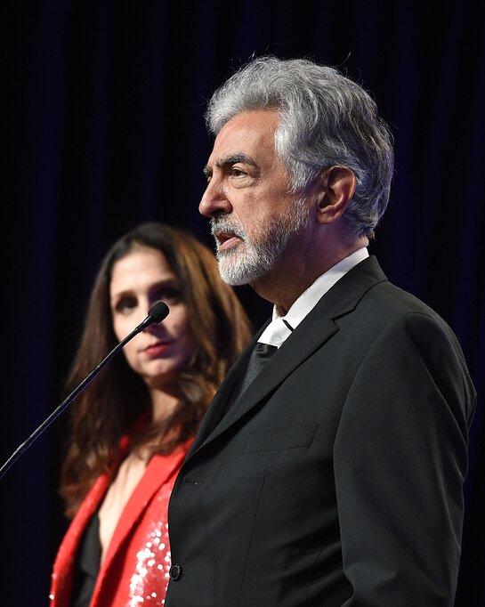 Host Joe Mantegna, Actor in