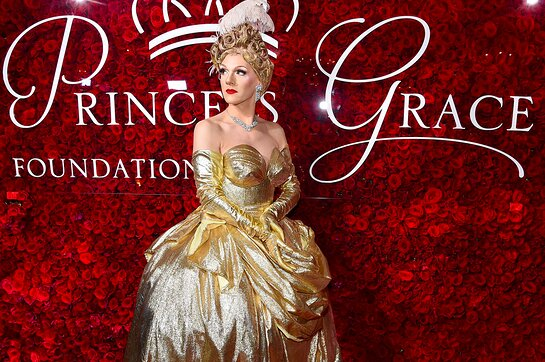 Gloria Swansong Arrives at the 2019 Princess Grace Awards Gala