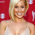 Kellie Pickler Blogs About USO Tour