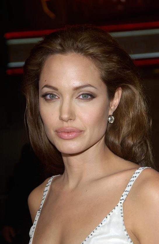 Angelina Jolie - Helping Her Heroes - Look to the Stars