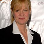 Bonnie Hunt Collects From Celebs For Charity