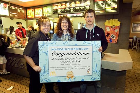 Kasey Kahne supports Ronald McDonald House