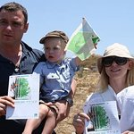 Naomi Watts Plants Trees In Israel