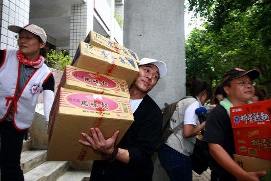 Jet Li - Disaster relief in wake of Morakot