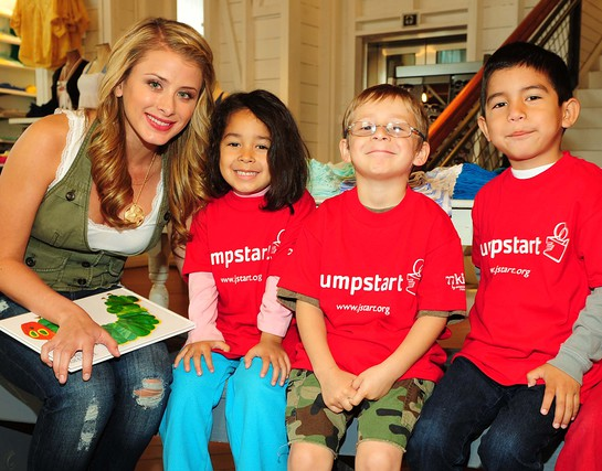 Lo Bosworth supports Read for the Record