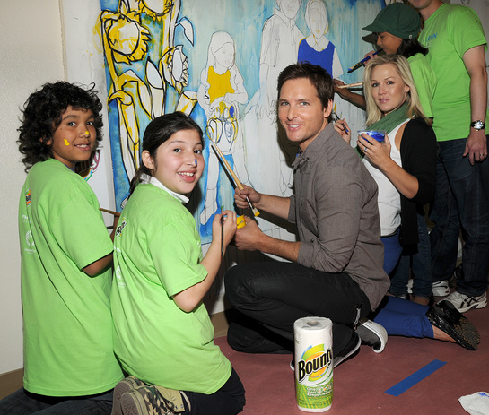 Peter Facinelli and Jennie Garth Make A Clean Difference