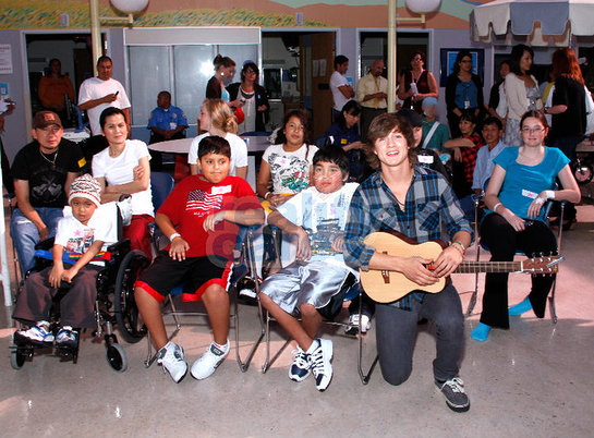 Alex Lambert performs at Children's Hospital LA with Reality Cares