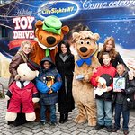 American Idol Star Helps Deliver Toys For Christmas