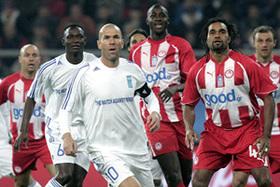 Zinedine Zidane plays charity soccer
