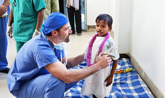 Matthew Fox volunteers in India