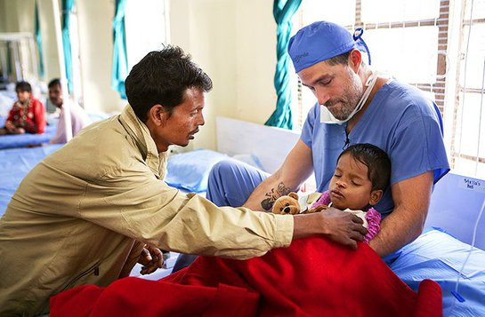 Matthew Fox volunteers in India