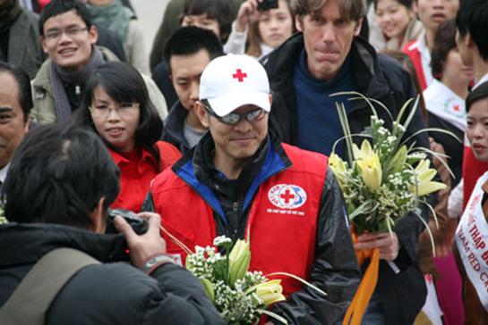 Jet Li Volunteers in Vietnam