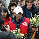 Jet Li Spends Time with Volunteers in Vietnam