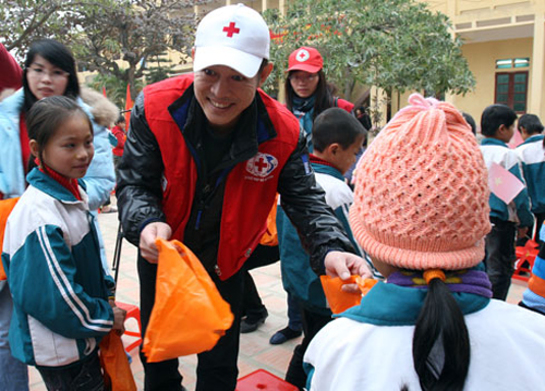 Jet Li Volunteers in Vietnam