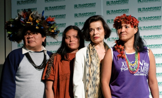 Bianca Jagger with Amazon delegates