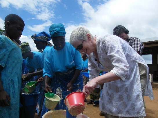 Annie Lennox Serves Porridge in Malawi