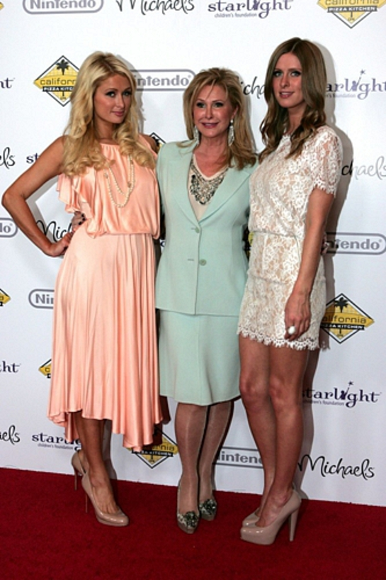Kathy, Nicky and Paris Hilton honored at Stellar Night 2011