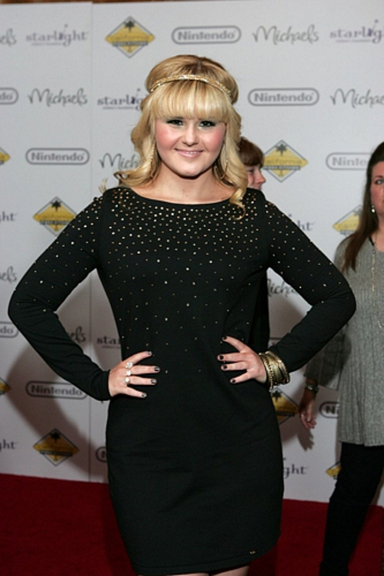 Ashlee Keating Attends Stellar Night 2011