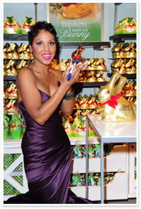 Toni Braxton signs bunny for charity auction